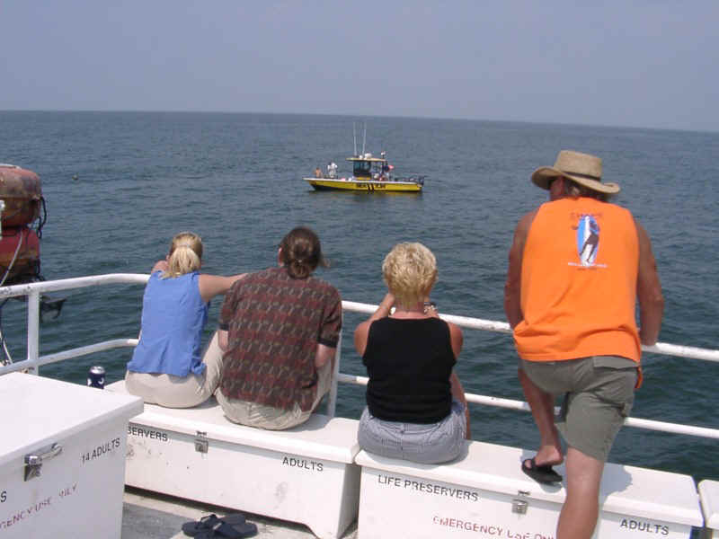 07210017.jpg - Families watch as the towboat moves the Memorial Reefs to the specified location.
