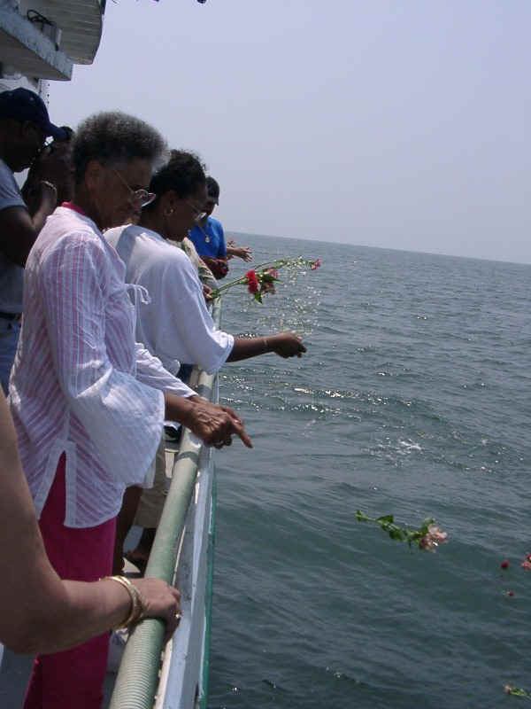07210069.jpg - Families, in unison, place flowers over the location of the Memorial Reefs